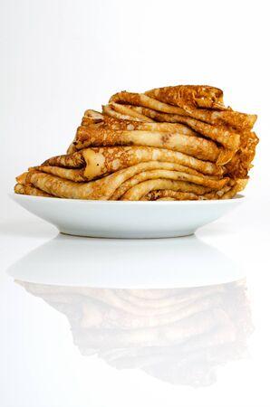 軽い背景に小麦粉ミルクと卵で作られたパンケーキ。