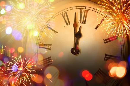 horloge du nouvel an et lumière floue Banque d'images