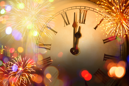 new year clock and blur light Banque d'images - 114412569