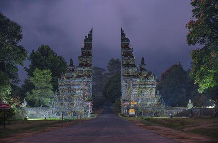 Bali, Indonésie, portes du temple traditionnel de point de repère