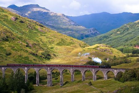 viaduct: Glenfinnan Viaduct in Scotland