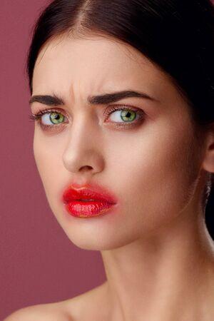 Beauty portrait of a young woman in the studio Standard-Bild