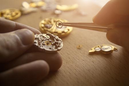 Het proces van reparatie van mechanische horloges Stockfoto
