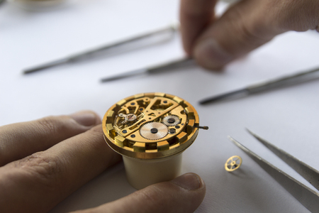 milánó: Watch maker is repairing a vintage automatic watch. Stock fotó
