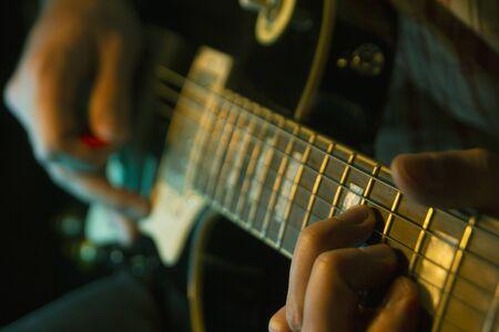 Suona la chitarra Archivio Fotografico