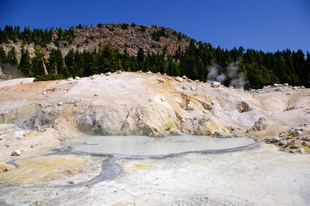 Característica térmica en el Parque Nacional Volcánico Lassen Foto de archivo - 33193231