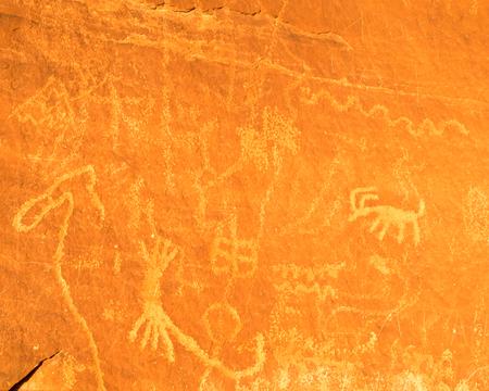 Petroglyphs Etched on Atlatl Rock in Valley of Fire State Park in Nevada Reklamní fotografie