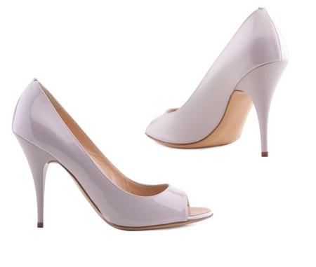 Stijlvolle vrouwen schoenen op een witte achtergrond.