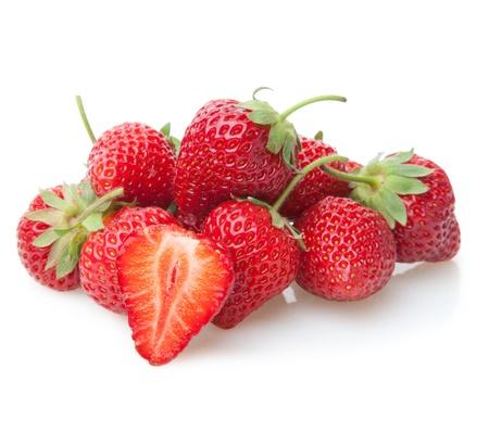 fraise: Fraises fra�ches isol�es sur fond blanc. Banque d'images
