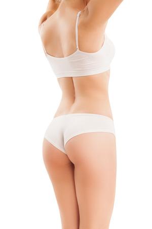 cuerpo perfecto femenino: Carrocería delgada de la mujer aislada en blanco, de la parte de atrás.