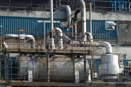 chemical plant: Detail van de warmte-uitwisseling van materiaal in een chemische fabriek Stockfoto