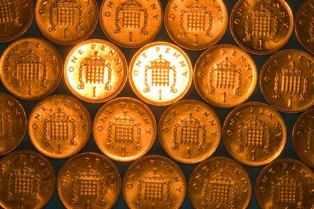 Pattern of one pence coins with focused illumination
