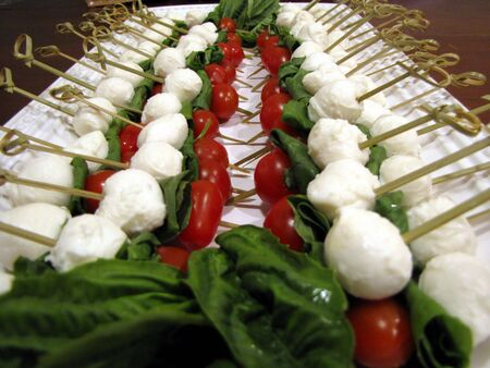 Tomato mozzarella and basil appetizers close-up Imagens