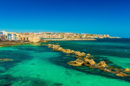 Syracuse, Sicily. Beautiful view of the Ionian Sea coastline in Ortigia, Italy Stockfoto