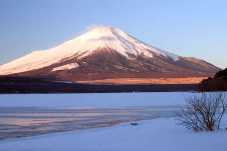 Early morning view of Mount Fuji with Lake Yamanaka frozen in the foreground Stock Photo - 503577