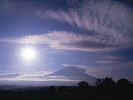 Mount Fuji with sun and clouds Stock Photo - 540412