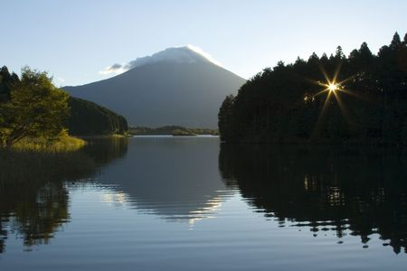 A peaceful morning view of Mount Fuji. Stock Photo - 570124
