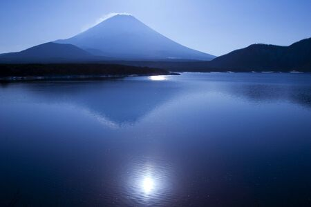 Mount Fuji with the sun reflecting in a blue lake Stock Photo - 948357