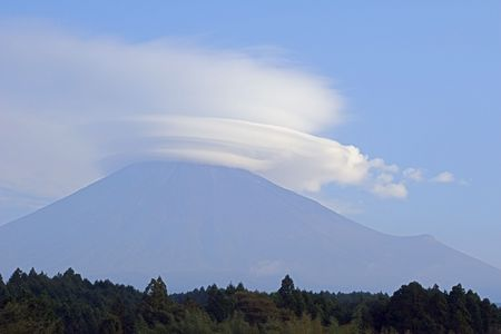 lenticular cloud: A lenticular cloud over Mt Fuji