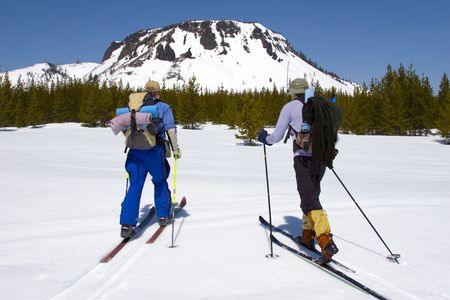 Cross country skiers in the Cascade mountains of Oregon Stock Photo