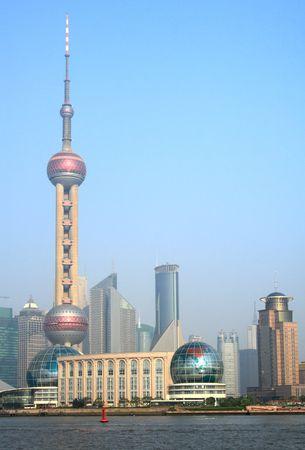 오리엔탈 펄 타워가있는 상하이 전망