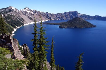 crater lake: Beautiful Crater Lake in southern Oregon