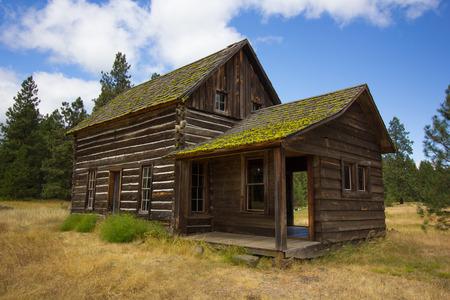 An old log cabin in rural Washington