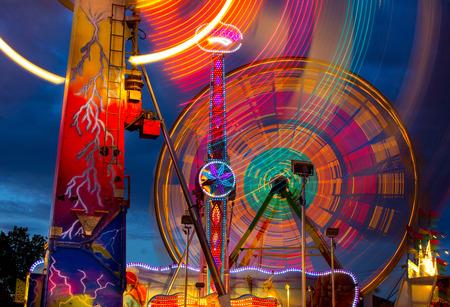 오레곤 주 박람회 놀이기구의 화려한 야간보기 스톡 콘텐츠