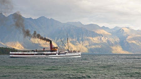 Steamer floating on the lake near Queenstown Stock Photo - 14606125