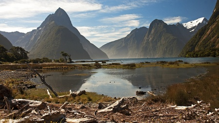 View of Mitre Peak with Mildford Sound Stock Photo - 14606297