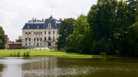 Hunting in view of the palace from the garden Pless Editorial