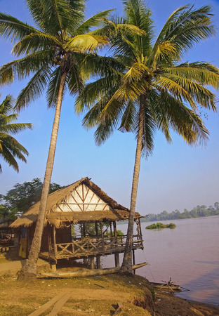 det: Hut by the river in Don Det - Laos Stock Photo