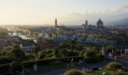 vacance: Piazzale Michelangelo in Florence is a place often visited at sunset