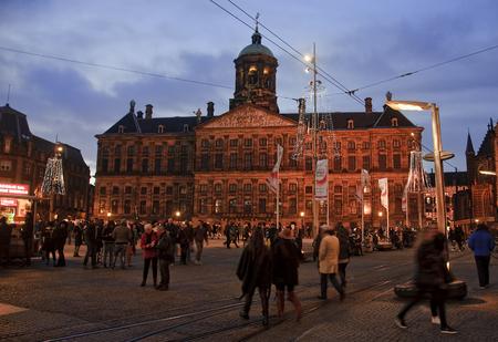 5 december: AMSTERDAM, NETHERLANDS - DECEMBER 5, 2015: Dam Square by night on 5 December 2015 in Amsterdam, Netherlands. Dam Square in Amsterdam is the main square of the city