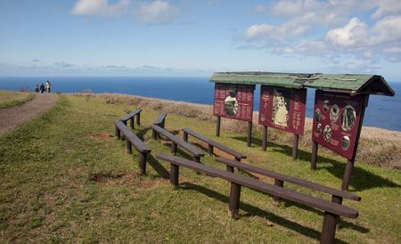 rapa nui: Hanga Roa, Isla de ESTER, CHILE - NOVIEMBRE 9, 2015: Orongo - pueblo ritual en Rapa Nui el 9 de noviembre de 2015, de Hanga Roa, Isla de Ester, Chile.Orongo - es una de las atracciones turísticas de la isla de Rapa Nui