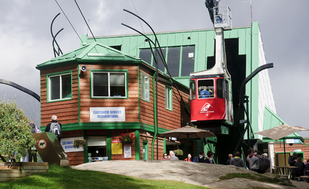 picknick: JASPER, CANADA - SEPTEMBER 10, 2016: Station at Jasper Skytram on 10 September 2016 in Jasper, Canada. Cableway trip is one of the biggest tourist attractions in Jasper Editorial