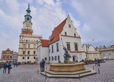 wielkopolskie: POZNAN, POLAND - APRIL 29, 2017: Old town square on 29 April 2017 in Poznan, Poland. Poznan is the former capital of Poland - a city with many old monuments Editorial