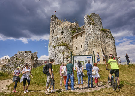 bobolice: MIROW, POLAND - JULY 16, 2017: Ruins of medieval castle in Mirow on 16 July 2017 in Mirow, Poland. This castle was built in the days of King Kazimierz Wielki, about the middle of the 14th century.