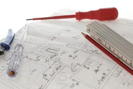 Elektrische uitrusting van Plan van het Huis met witte achtergrond