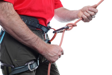 Kletterausrüstung Zug : Bergsteiger mit kletterausrüstung und seil auf weißem hintergrund