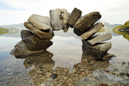 big stone bow with lake in background Imagens - 30438256