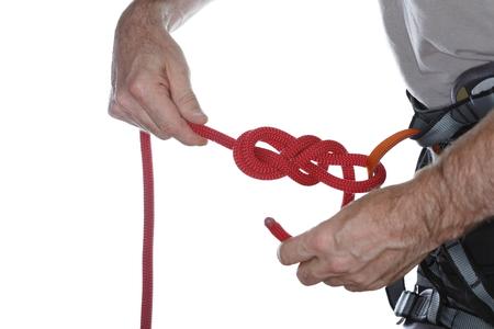 knotting: uno scalatore � annodando una corda sulla scalata imbracatura