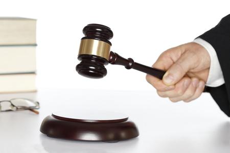 symbolische rechter met hamer en rechten boek Stockfoto