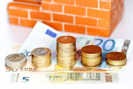 cash money: cash money in front of a brick wall Foto de archivo