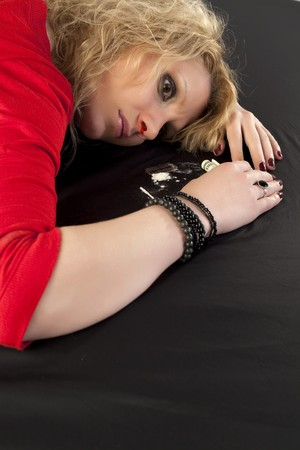 sobredosis: Mujer con sobredosis en un cuadro de coca�na