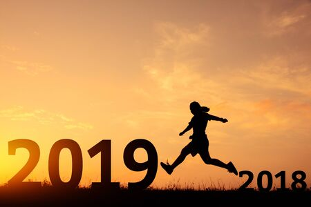 Happy new year jumping from 2018 to 2019 silhouette. Standard-Bild