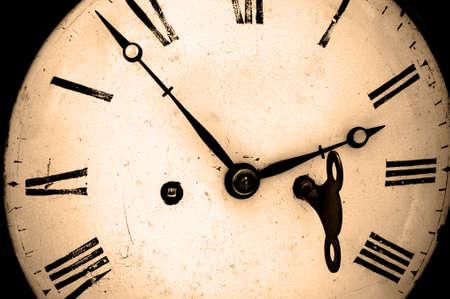 horloge ancienne: Antique horloge avec enrouleur cl� en position, tons s�pia.