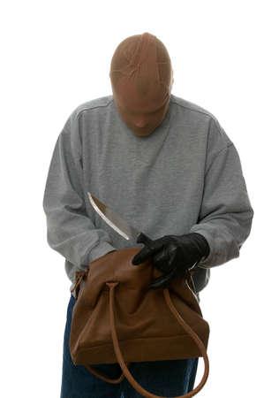 arracher: Agresseur avec un couteau recherchant par un sac � main de sa plus d�funte victime. Banque d'images