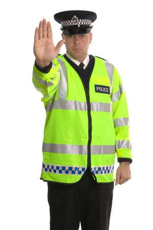 cease: Poliziotto in rivestimento riflettente che li ordina ARRESTARSI.