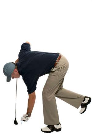 insertar: Golfista dobl�ndose para insertar un tee y bal�n.